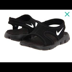 Nike lil kids water shoes